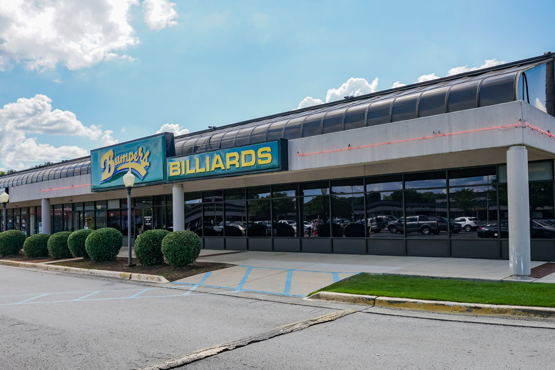 Bumpers-Billiards_Huntsville_Pool-Hall-Bar-Grill_outside-building